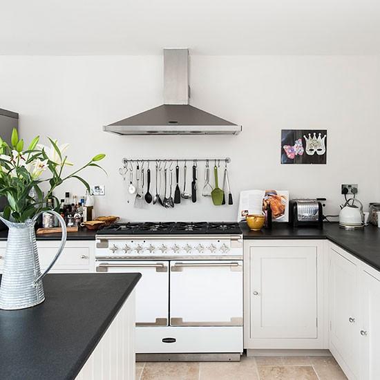 10 thiết kế bếp nhỏ xinh bà nội trợ nào cũng mê 5
