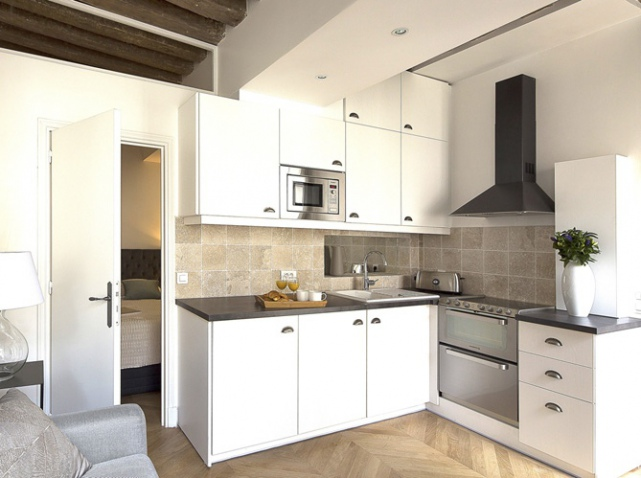 amnagement cuisine petite surface elegant petite cuisine moderne comment amenager une petite. Black Bedroom Furniture Sets. Home Design Ideas