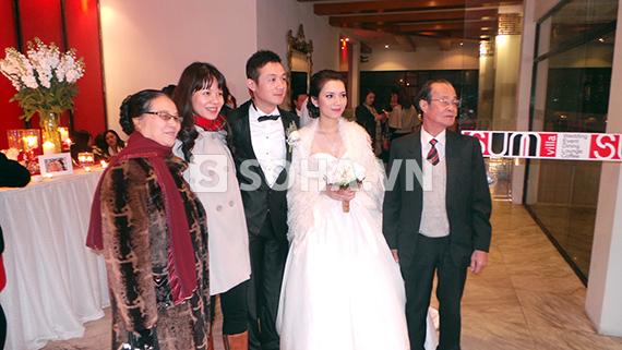 MC Anh Tuấn cưới vợ kém 14 tuổi 11