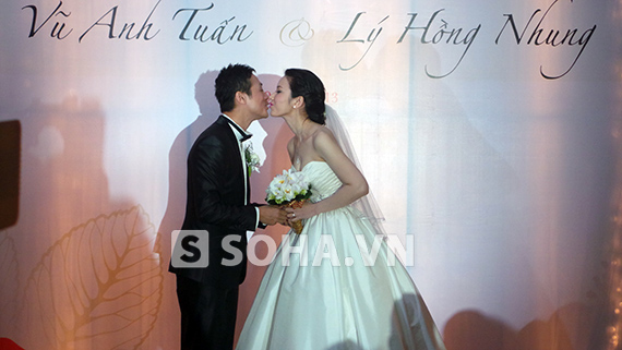 MC Anh Tuấn cưới vợ kém 14 tuổi 8