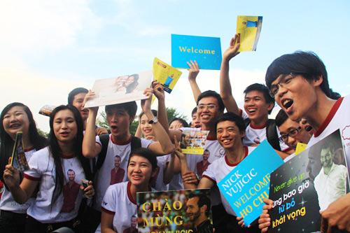 """Những hình ảnh đầu tiên của """"chàng trai kỳ diệu"""" Nick Vujicic tại Việt Nam 6"""
