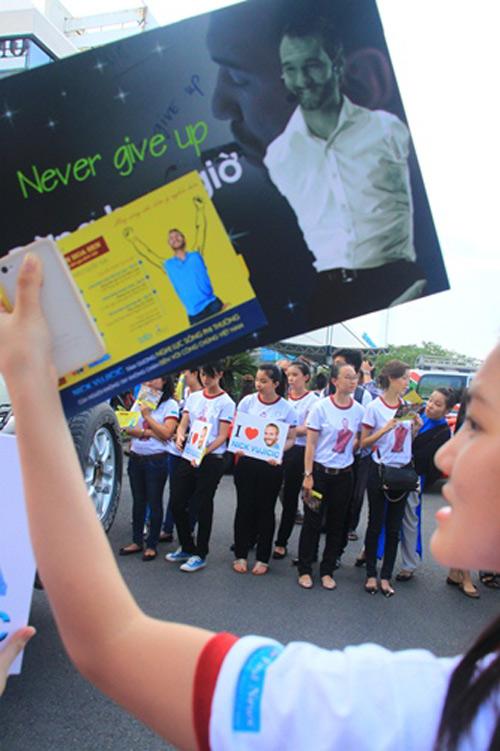 """Những hình ảnh đầu tiên của """"chàng trai kỳ diệu"""" Nick Vujicic tại Việt Nam 5"""