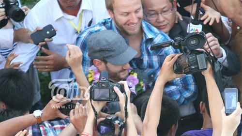 """Những hình ảnh đầu tiên của """"chàng trai kỳ diệu"""" Nick Vujicic tại Việt Nam 1"""