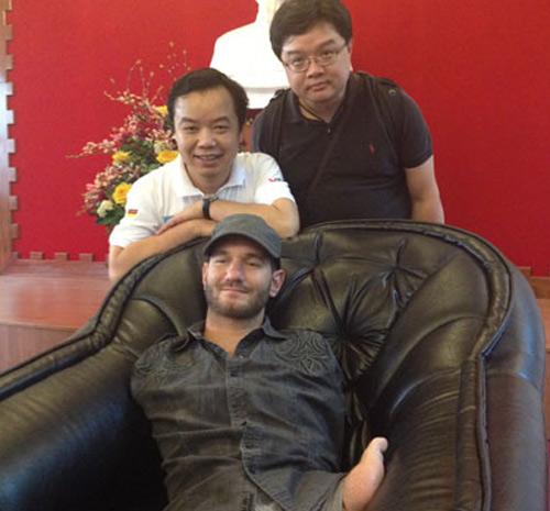 """Những hình ảnh đầu tiên của """"chàng trai kỳ diệu"""" Nick Vujicic tại Việt Nam 2"""