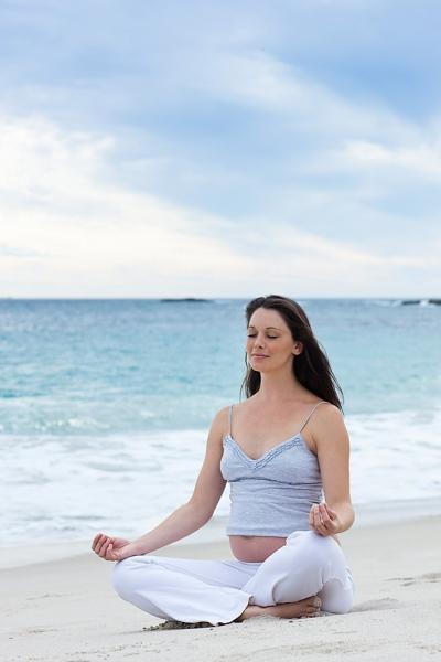 """Những tư thế yoga cho bà bầu """"đánh bay"""" mọi rắc rối thai kì 1"""