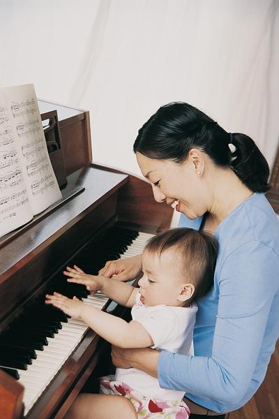 6 cách đơn giản rèn trí thông minh cho bé bằng âm nhạc 3