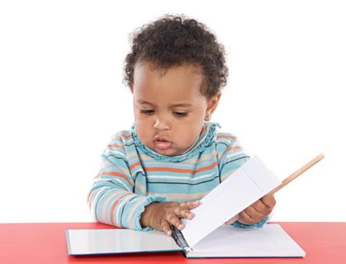 Những bước phát triển đáng lưu ý của bé 1 tuổi 3