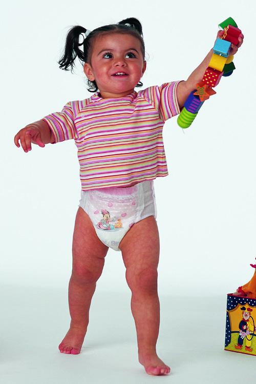 Những bước phát triển đáng lưu ý của bé 1 tuổi 2