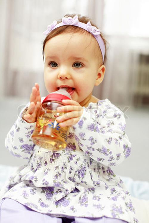 Những bước phát triển đáng lưu ý của bé 1 tuổi 4