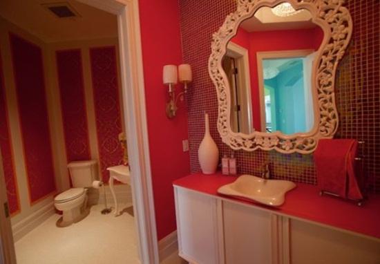 6 cách bài trí phòng tắm ấn tượng với gam màu đỏ 5