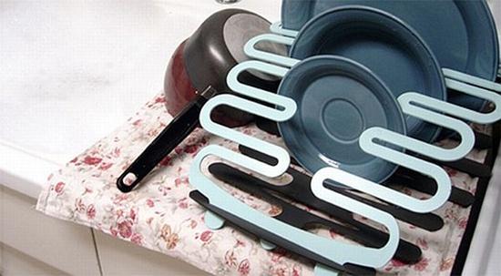 nhung thiet ke gia up bat doc dao cho bep nho Muôn vàn những kiểu thiết kế giá úp bát độc đáo cho không gian bếp nhỏ