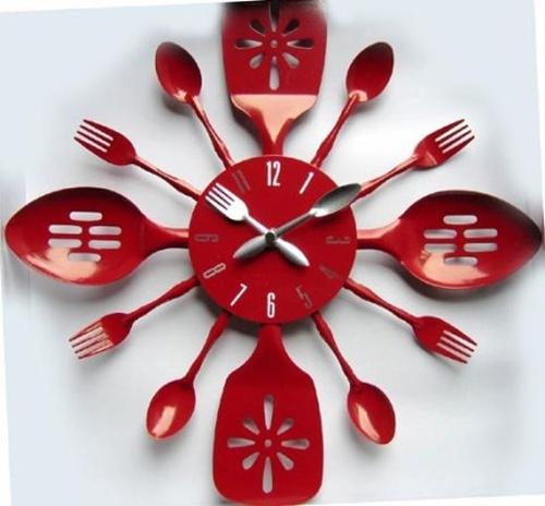 Tạo điểm nhấn cho phòng bếp bằng đồng hồ treo tường ấn tượng 2