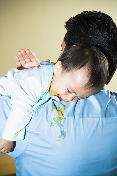 Trẻ bị nôn ọe khi ăn, mẹ cẩn trọng con bị dị ứng thực phẩm 1