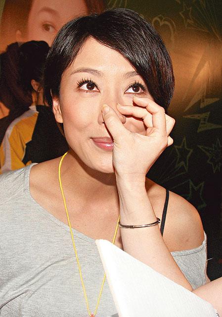 Mũi của Dương Di - Ảnh Hậu TVB 2012 ngày càng... đáng sợ 1