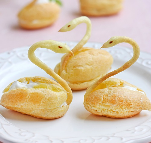 Cách làm bánh su kem hình thiên nga cực xinh 1