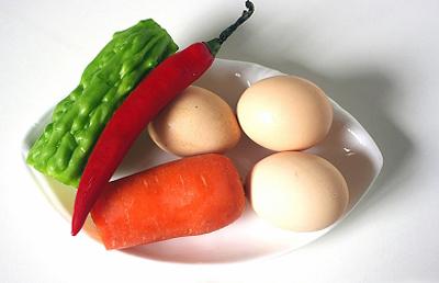Trứng chiên khổ qua cho cả nhà ngon cơm 3
