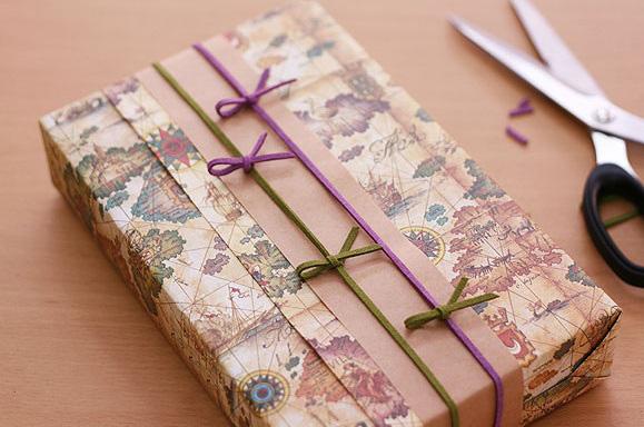 Kết quả hình ảnh cho Cách gói quà bằng giấy đơn giản
