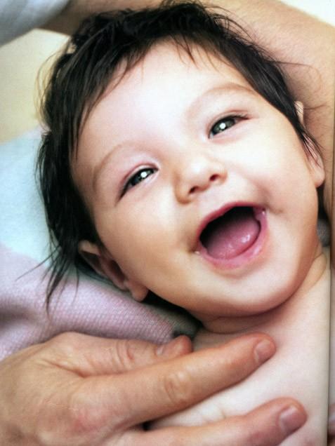 Những hình ảnh siêu dễ thương của cô bé Suri  1