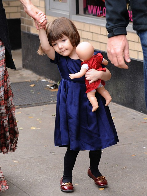 Những hình ảnh siêu dễ thương của cô bé Suri  7