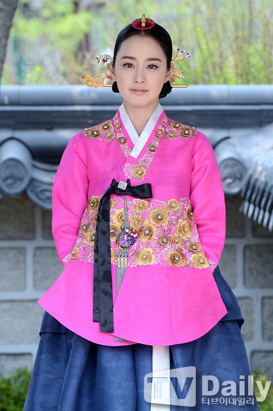 """Kim Tae Hee sắp đối mặt """"tình địch"""" nguy hiểm nhất 4"""