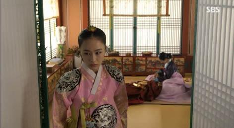 """""""Jang Ok Jung"""" Kim Tae Hee bị ép uống thuốc... vô sinh 9"""
