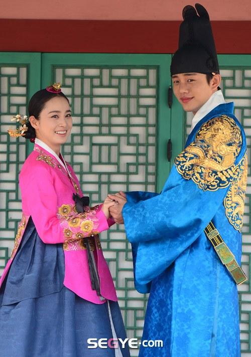 """Kim Tae Hee sắp đối mặt """"tình địch"""" nguy hiểm nhất 9"""