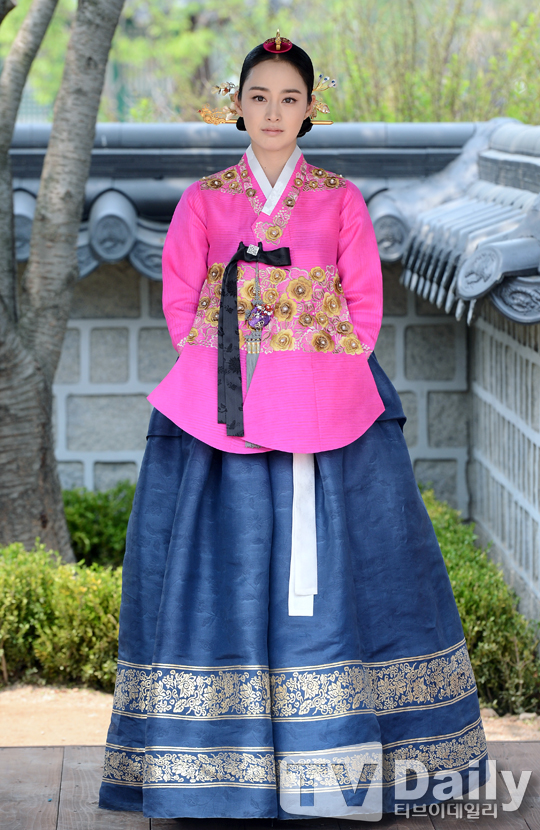 """Kim Tae Hee sắp đối mặt """"tình địch"""" nguy hiểm nhất 5"""