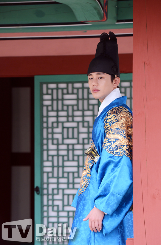 """Kim Tae Hee sắp đối mặt """"tình địch"""" nguy hiểm nhất 10"""