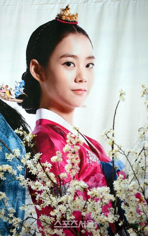 """Kim Tae Hee sắp đối mặt """"tình địch"""" nguy hiểm nhất 2"""