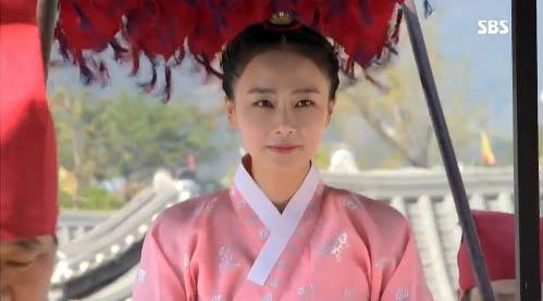 """""""Jang Ok Jung"""": Kim Tae Hee bị đuổi khỏi hoàng cung  5"""