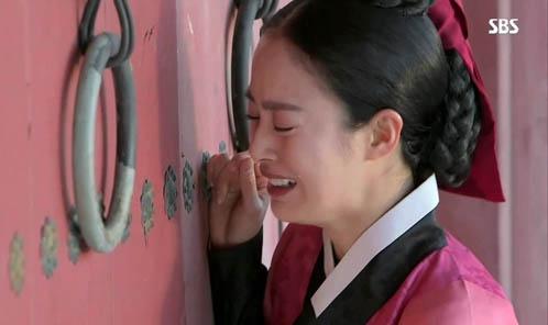 """""""Jang Ok Jung"""": Kim Tae Hee bị đuổi khỏi hoàng cung  3"""