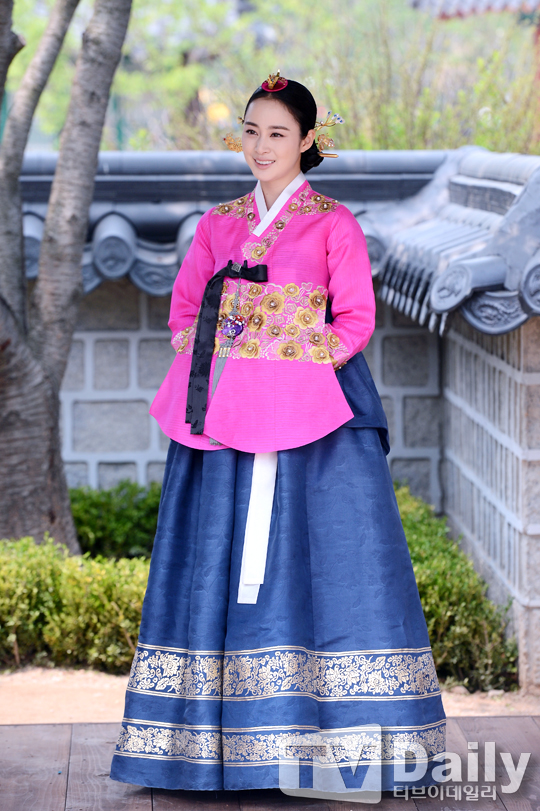 """Kim Tae Hee sắp đối mặt """"tình địch"""" nguy hiểm nhất 6"""