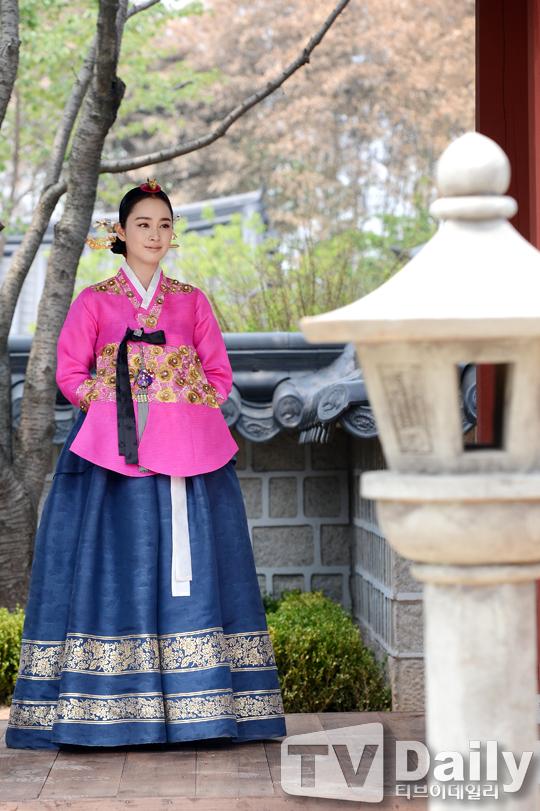 """Kim Tae Hee sắp đối mặt """"tình địch"""" nguy hiểm nhất 7"""