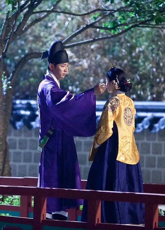 """""""Ok Jung"""" Kim Tae Hee thay đổi sau khi thành Hoàng hậu 15"""