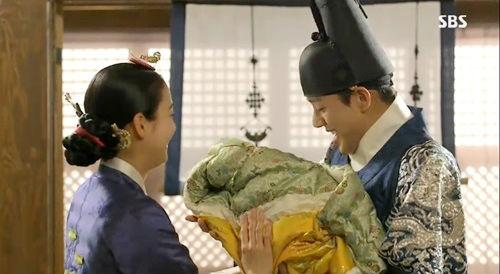 """""""Ok Jung"""" Kim Tae Hee giành lại con, Hoàng hậu bị phế truất 6"""