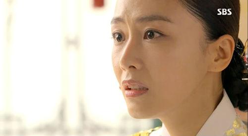 """""""Ok Jung"""" Kim Tae Hee giành lại con, Hoàng hậu bị phế truất 7"""