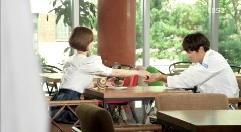 Moon Chae Won ghen khi Joo Won thân mật với cô gái khác 2