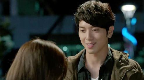 Yoon Eun Hye khiến cả 2 người đàn ông điên đảo vì yêu 1