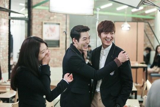 """Lee Min Ho, Park Shin Hye cười tít mắt trên phim trường """"The Heirs"""" 8"""