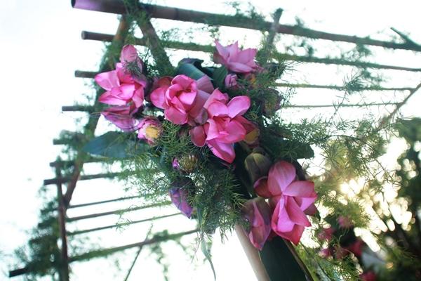 Kết quả hình ảnh cho cổng cưới hoa sen