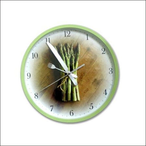 Tạo điểm nhấn cho phòng bếp bằng đồng hồ treo tường ấn tượng 4