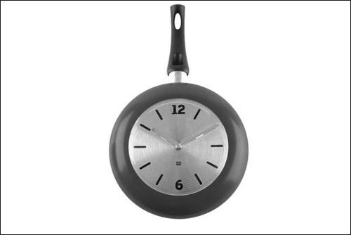 Tạo điểm nhấn cho phòng bếp bằng đồng hồ treo tường ấn tượng 9
