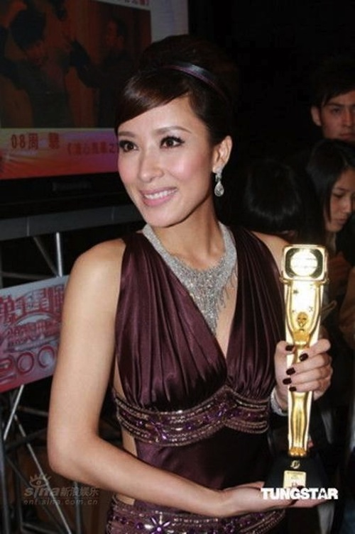 Mũi của Dương Di - Ảnh Hậu TVB 2012 ngày càng... đáng sợ 4