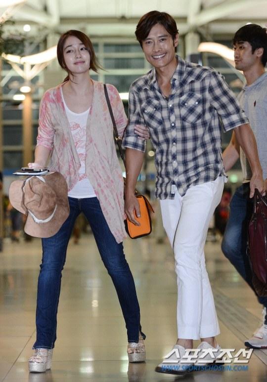 Vợ chồng Lee Byung Hun lên đường đi nghỉ trăng mật 2