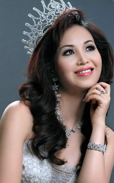 """Sự nghiệp đèn sách quá """"lệch lạc"""" của các Hoa hậu Việt  1"""