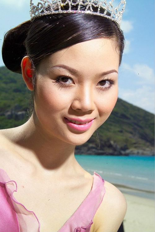 """Sự nghiệp đèn sách quá """"lệch lạc"""" của các Hoa hậu Việt  4"""