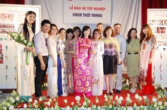 """Sự nghiệp đèn sách quá """"lệch lạc"""" của các Hoa hậu Việt  8"""