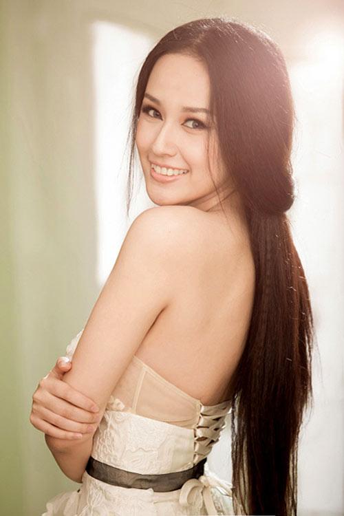 """Sự nghiệp đèn sách quá """"lệch lạc"""" của các Hoa hậu Việt  9"""