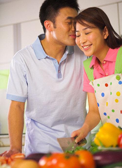 Vợ thành đạt, chồng suốt ngày phải lui cui cơm nước 1