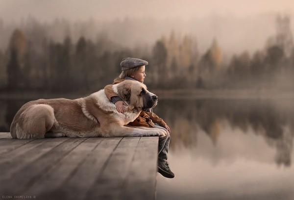 Bộ ảnh đẹp đến ngỡ ngàng của cậu bé bên các loài động vật 19